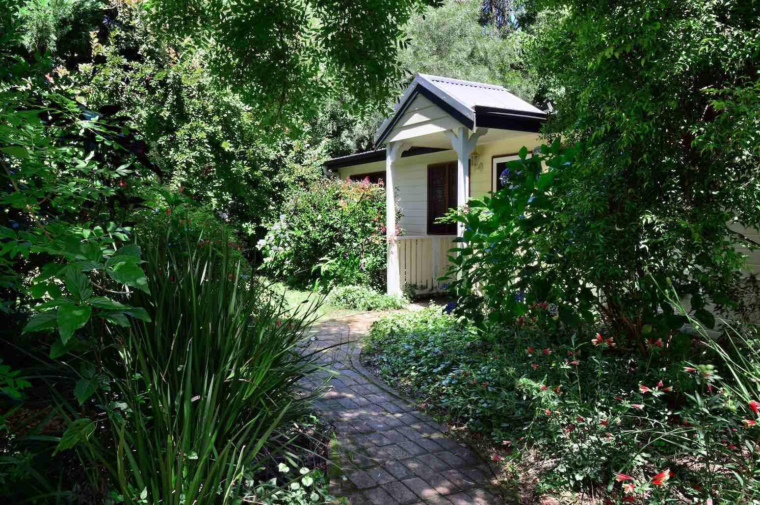 kangaroo-valley-accommodation-fleur-farm-cottage-entrance